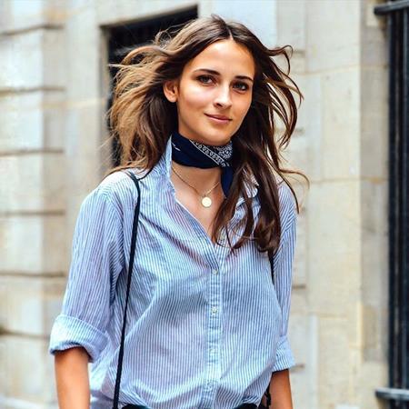 Синий шейный платок с рубашкой
