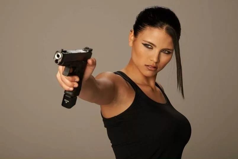 девушка с оружием23