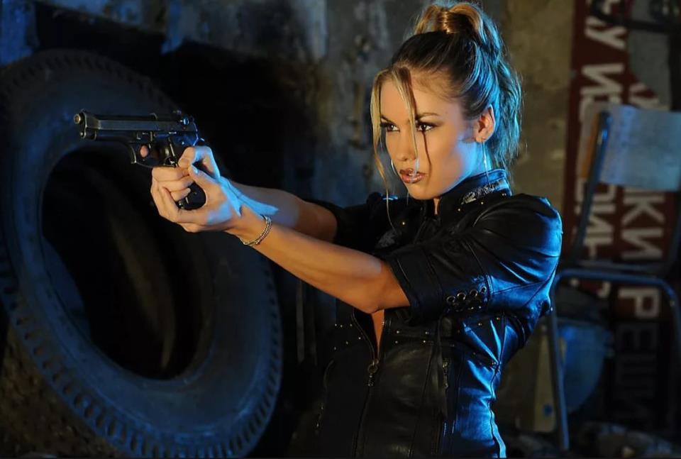 девушка с оружием49