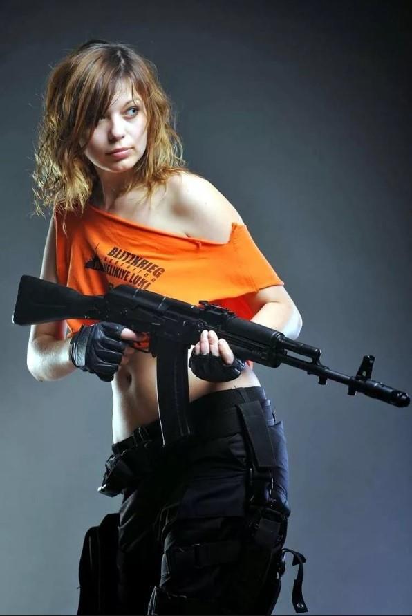 девушка с оружием33