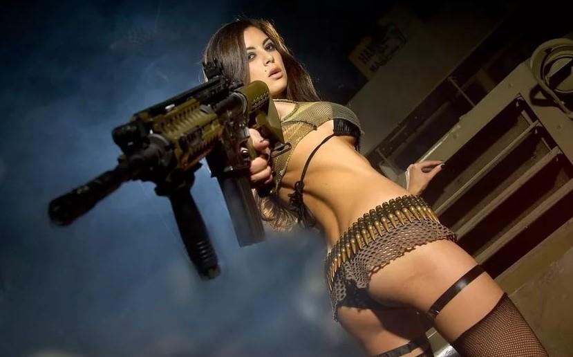 девушка с оружием12