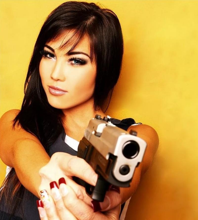 девушка с оружием15