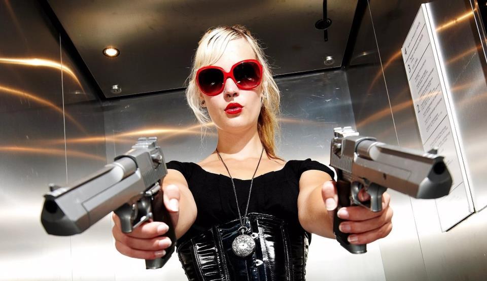 девушка с оружием4