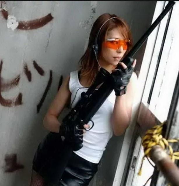 девушка с оружием18