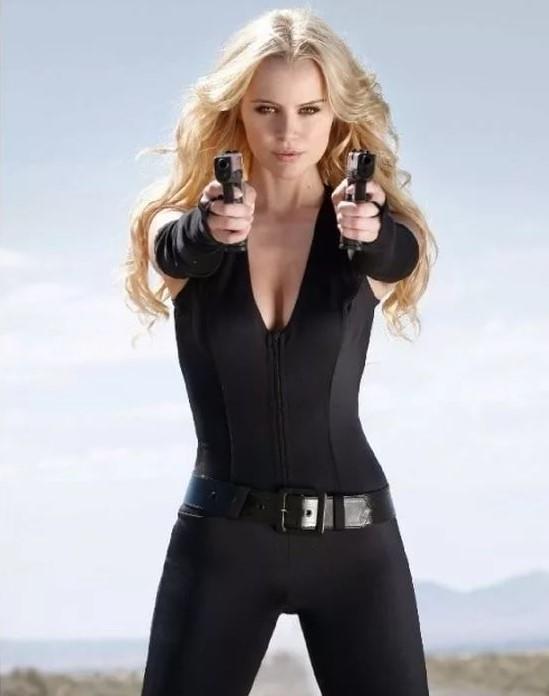 девушка с оружием29