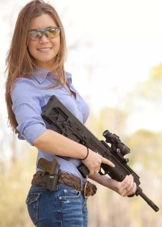 девушка с оружием25