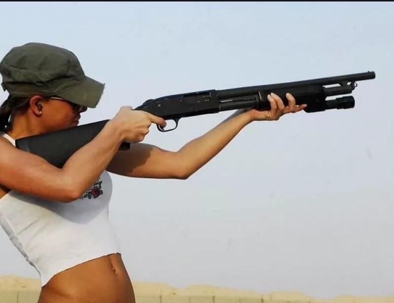 девушка с оружием45