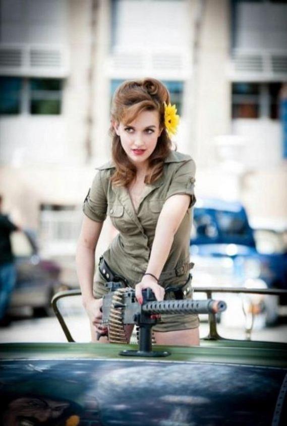 девушка с оружием56