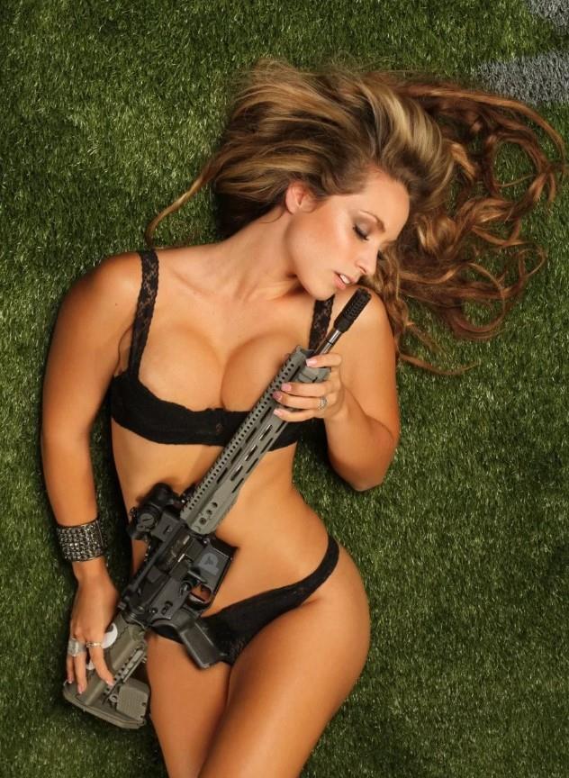 девушка с оружием31