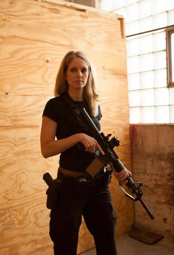 девушка с оружием39
