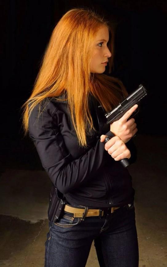 девушка с оружием17