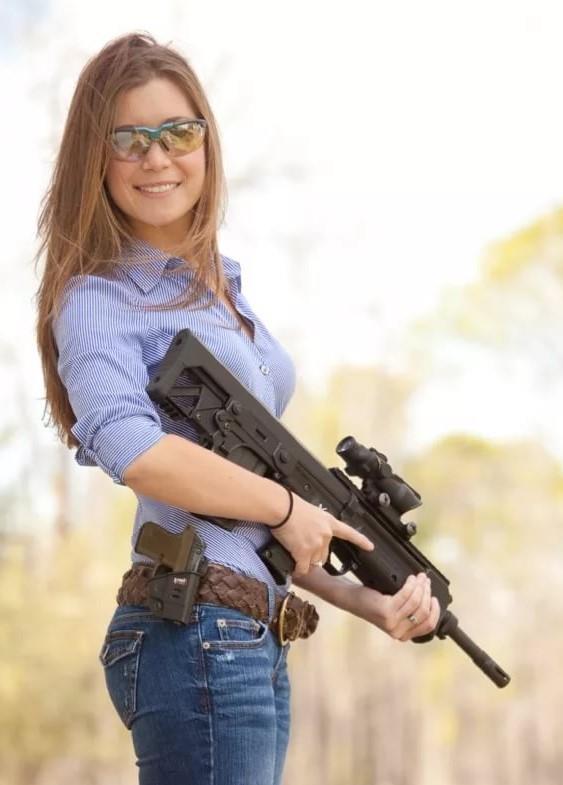 девушка с оружием54