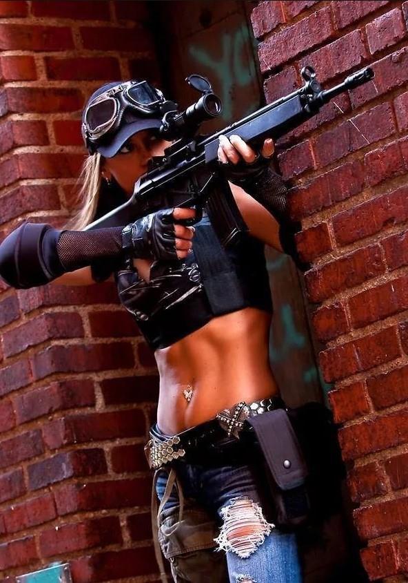 девушка с оружием50