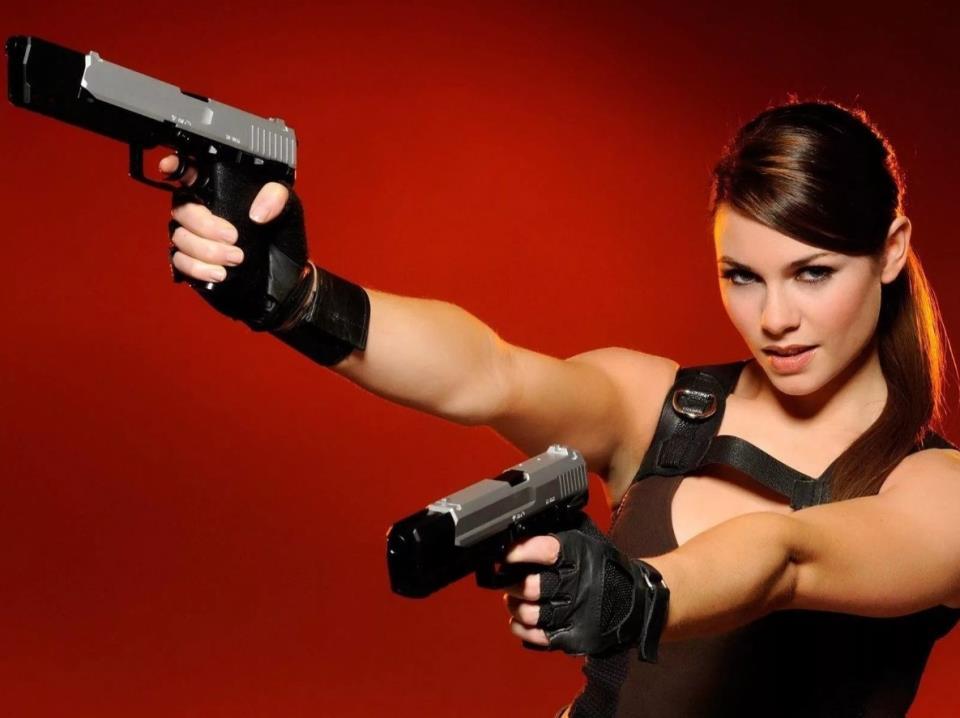 девушка с оружием7
