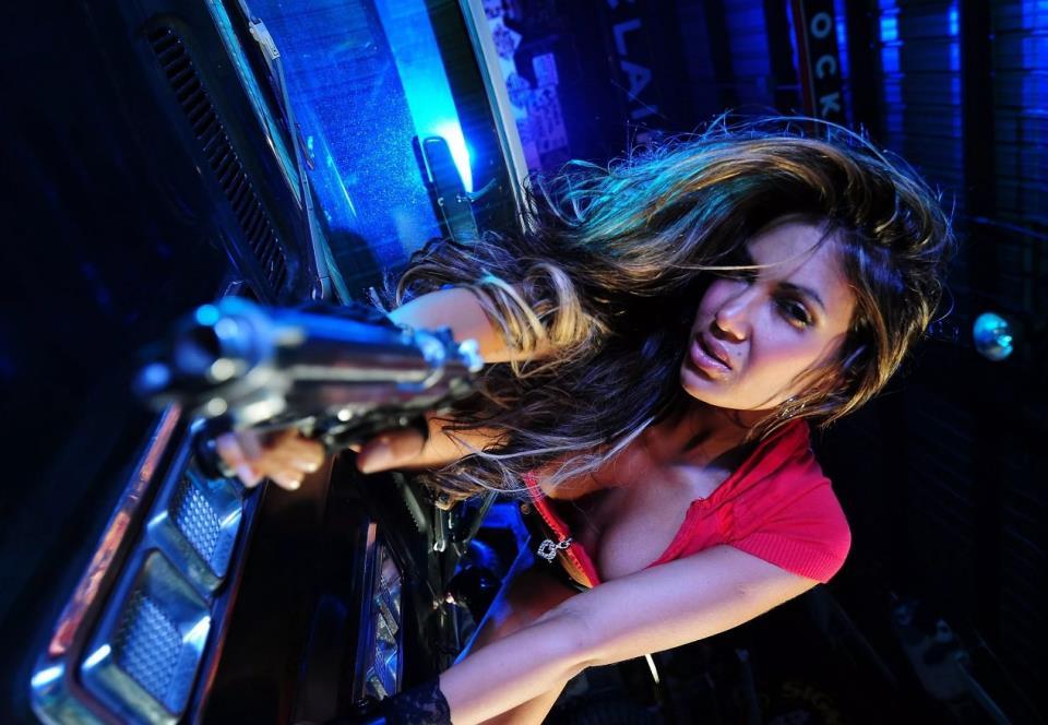 девушка с оружием24