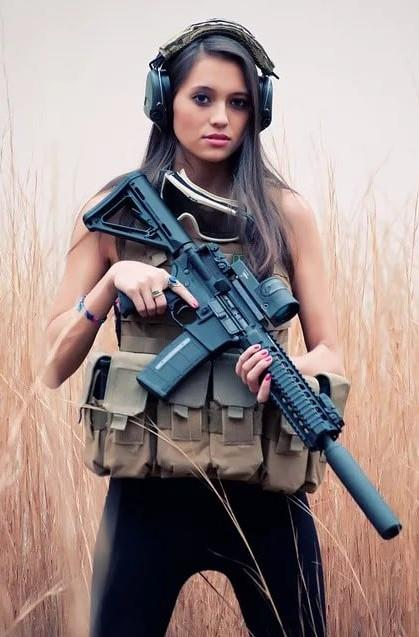 девушка с оружием42