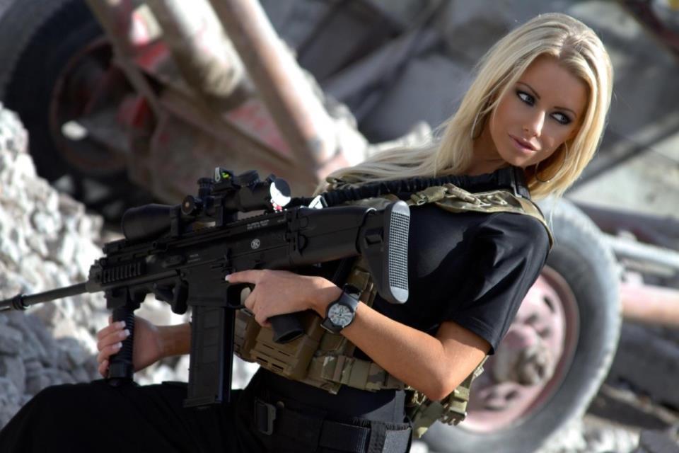 девушка с оружием11