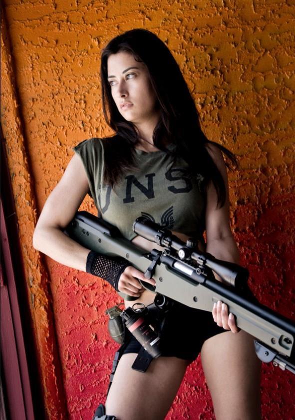 девушка с оружием38