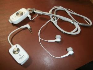 Схема соединения адаптеров. В верхний вставлены обычные наушники, а нижний вставляется в телевизор.