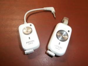 Приемник и передатчик для беспроводных наушников. Слева передатчик, его вставляем, например, в гнездо для наушников на телевизоре. Справа- приемник. В него вставляем любые наушники.