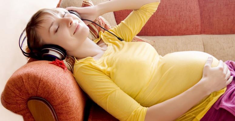 Можно ли беременным слушать музыку в наушниках