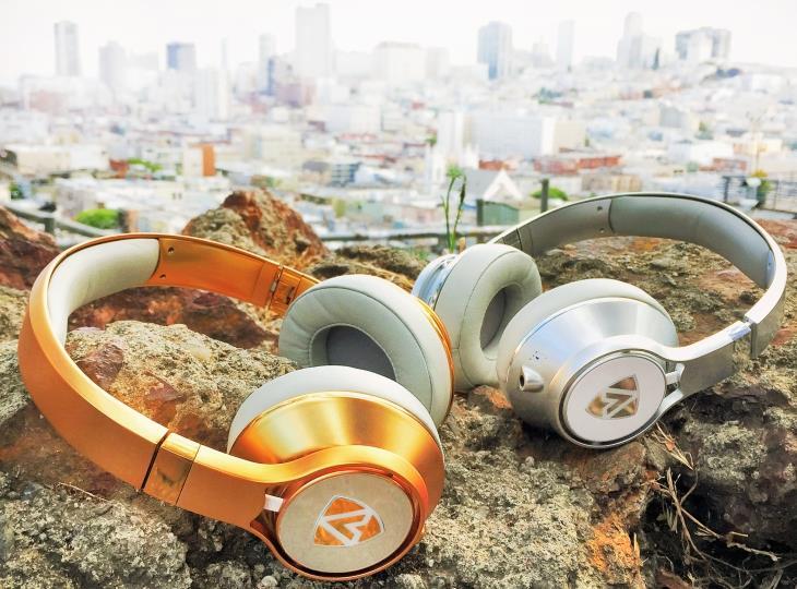 Стильный дизайн и хорошее качество звука делает наушники интересными для детей, подростков и взрослых пользователей