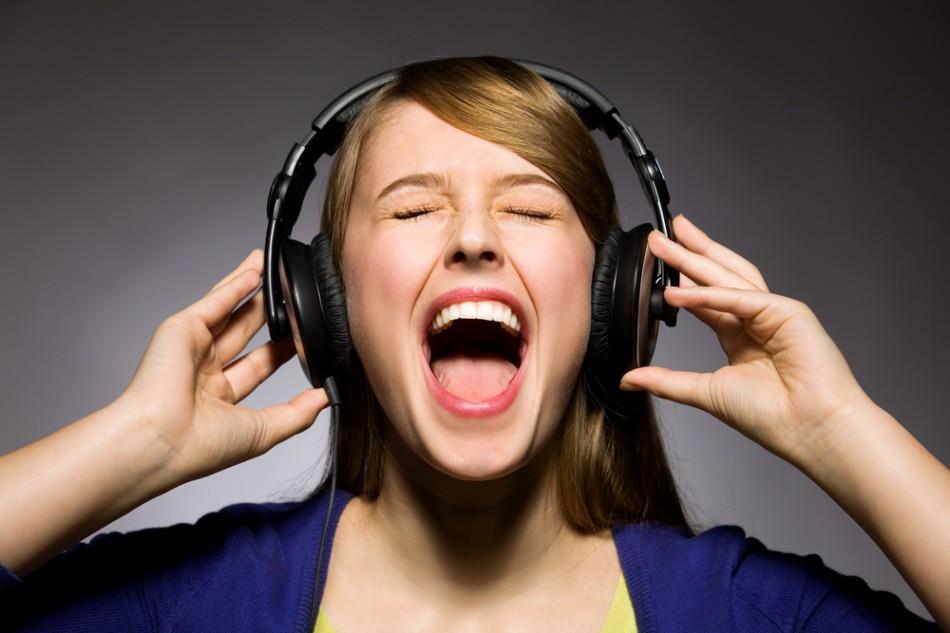 Посторонние звуки в наушниках и колонках. Устранение проблемы