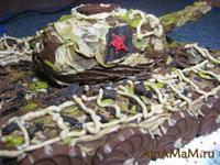 Торт в форме Танка из бисквитных медовых коржей