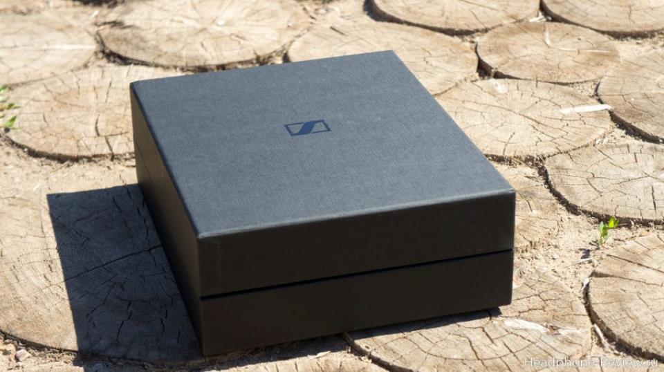 Упаковка наушников Sennheiser HD 660 S