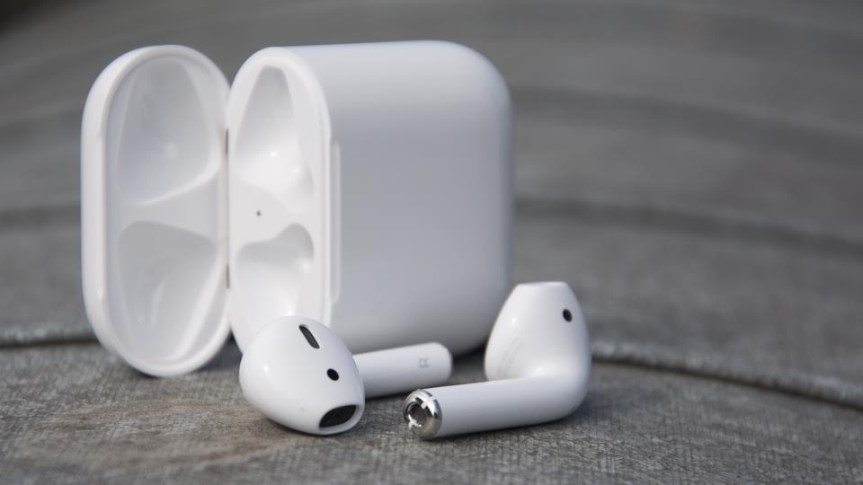 AirPods - беспроводные наушники Apple