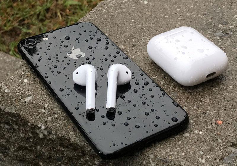 Гарнитура AirPods и iPhone 7