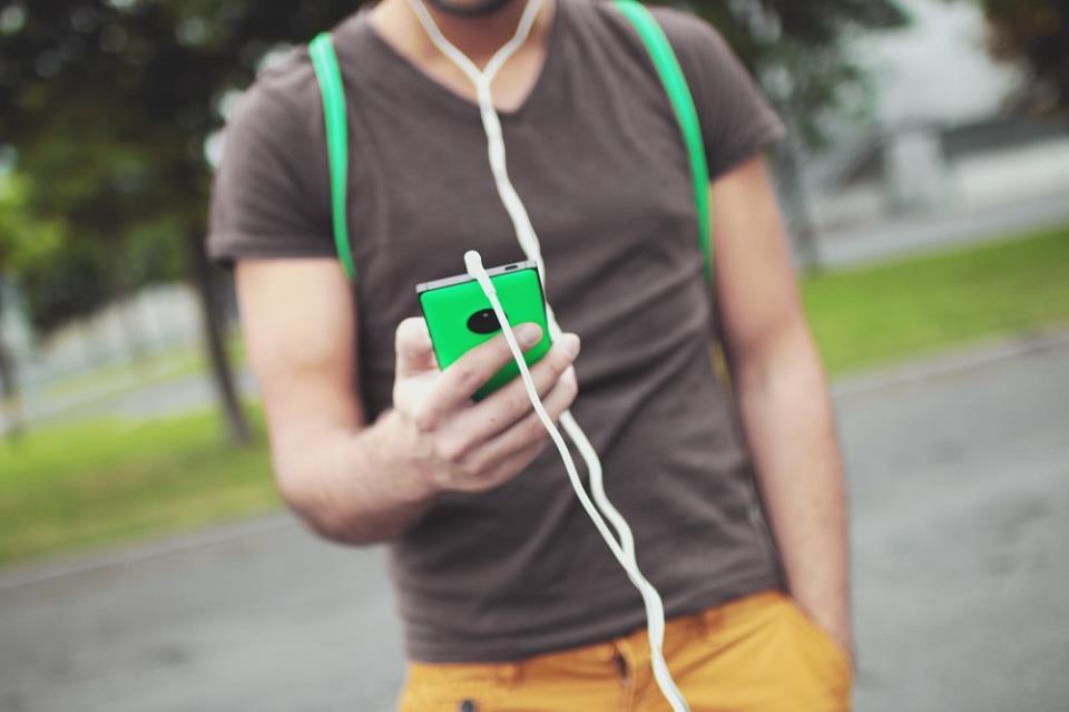 Вынимайте джек из телефона, если не слушаете музыку