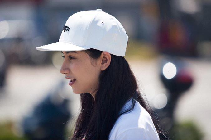 Представлена кепка, позволяющая слушать музыку без наушников