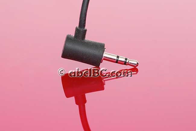 Для стационарной аппаратуры применяется L-образный мини-штекер диаметром 3.5 или 2.5мм