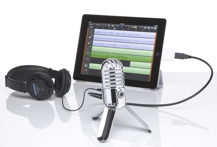 микрофон и наушники для стрима