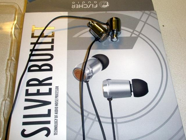 Упаковка наушников Fischer Audio Silver Bullet