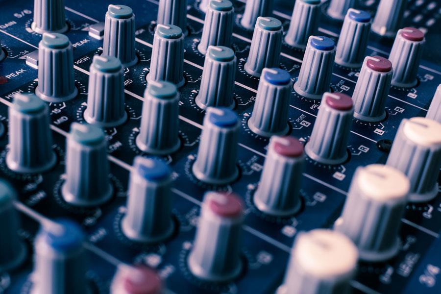 Слушайте музыку без усилителя