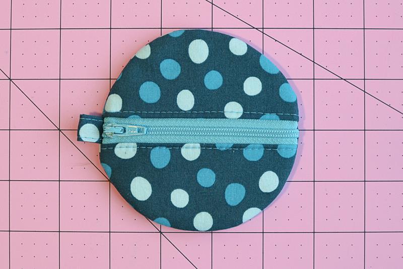 пошив круглого чехла на петле для наушников