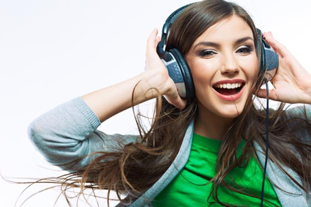 Девушка, музыка, наушники