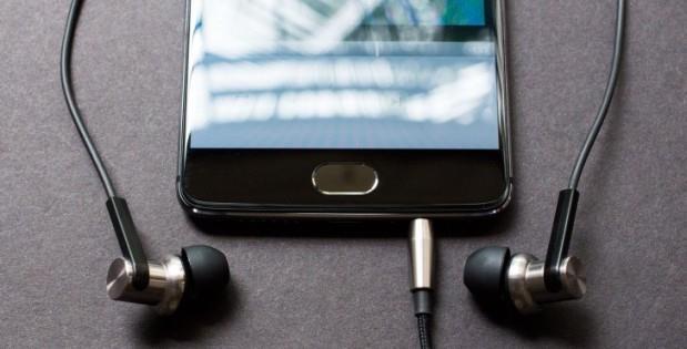 Что делать если телефон показывает что подключены наушники
