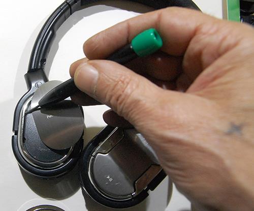Как заменить аккумулятор в беспроводных наушниках