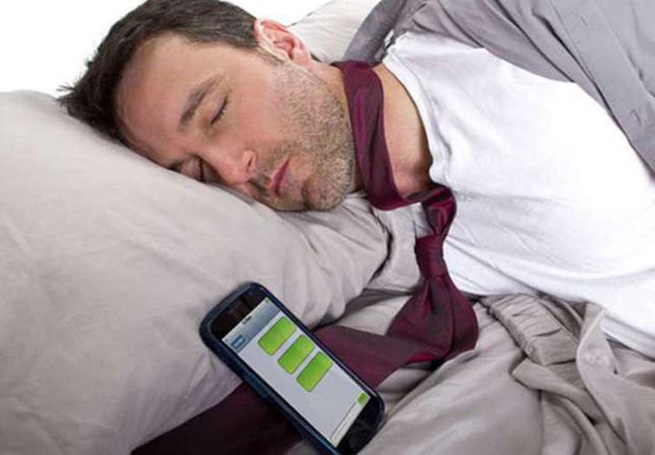 вред мобильников, влияние мобильного телефона на сон