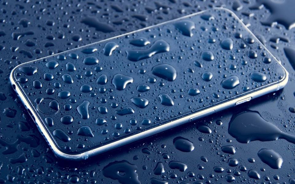 Режим наушников в iPhone не отключается по причине высокой влажности воздуха